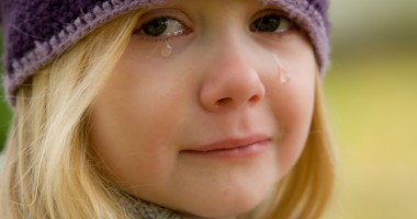 child_crying_girl